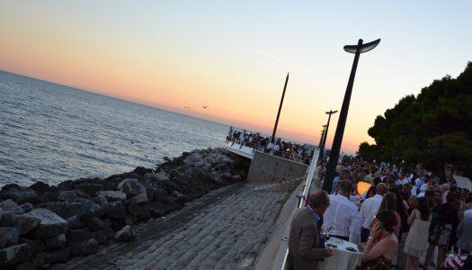 A Grado una cena spettacolo in riva al mare